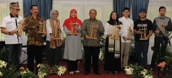 Paguyuban Asep Dunia dalam PELUNCURAN Website ngariung.id di Gedung Pakuan _ Bandung